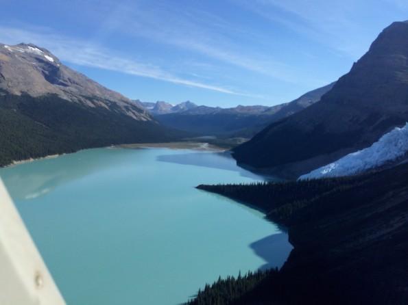 Eisblau und mit gewaltigem Gletscher: Der Berg Lake kommt in Sicht (Foto: Lisa Feldmann)