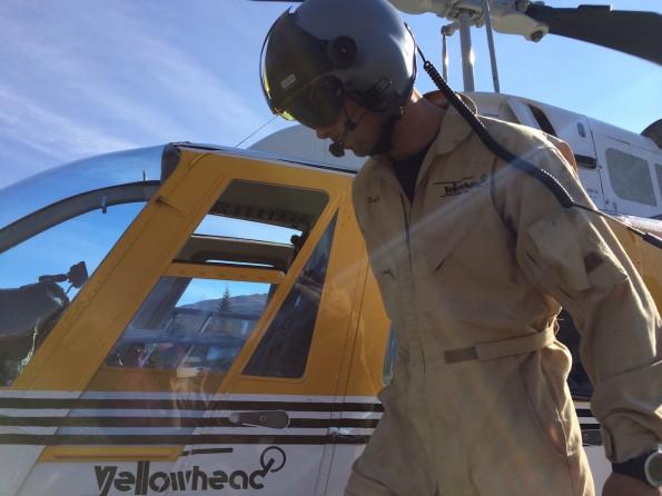 Pilot Matt von Robson Helimagic fliegt die Passagiere zum Berg Lake Trail (Foto: Lisa Feldmann)