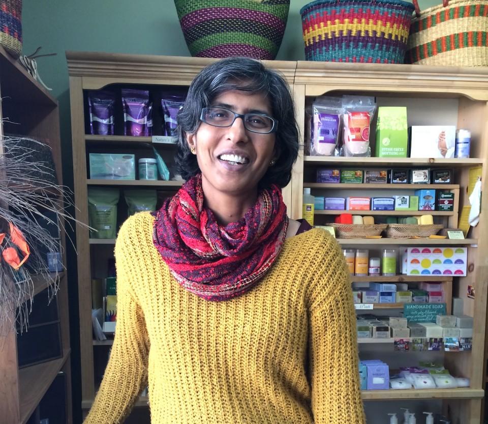 Rashmi Narayan, die Inhaberin von Infinity ist begeisterte Einwohnerin von Valemount. Foto: Lisa Feldmann